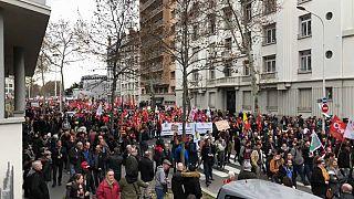 Ismét százezrek tiltakoztak a francia nagyvárosokban a nyugdíjreform ellen