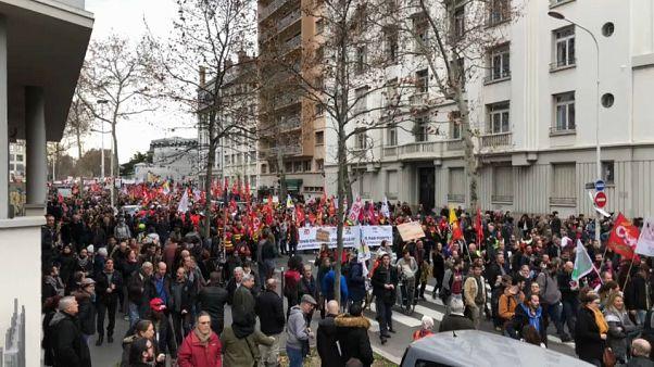 """Proteste gegen Rentenrefom: """"Schluss mit den Einschnitten"""""""
