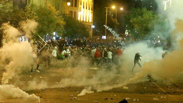 شاهد: مواجهات بين مؤيدين لحزب الله وحركة أمل وقوى الأمن في بيروت تسقط عشرات الجرحى