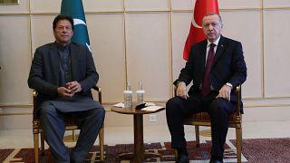 BM Cenevre Ofisi'nde 1. Küresel Mülteci Forumu'na katılmak üzere Cenevre'de bulunan Cumhurbaşkanı Erdoğan, Pakistan Başbakanı İmran Han ile görüştü.