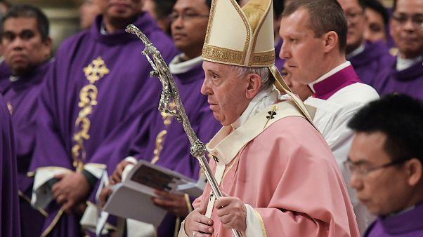 """Franziskus schafft """"päpstliches Geheimnis"""" bei Missbrauch ab"""
