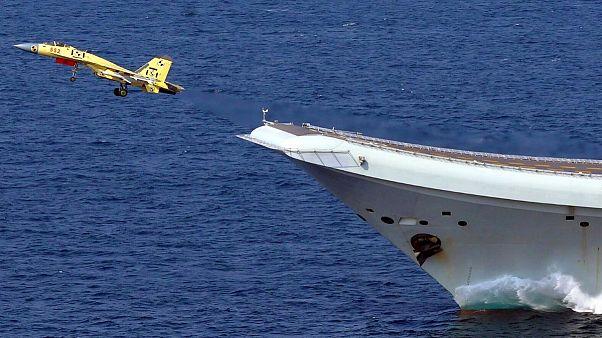 نخستین ناو هواپیمابر ساخت چین به بهرهبرداری رسید