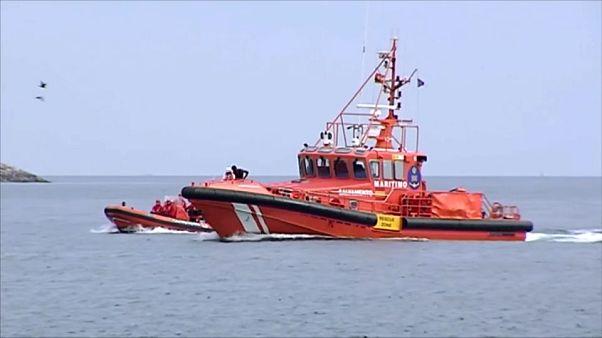 Embarcación de Salvamento Marítimo llegando al puerto de Almería, España