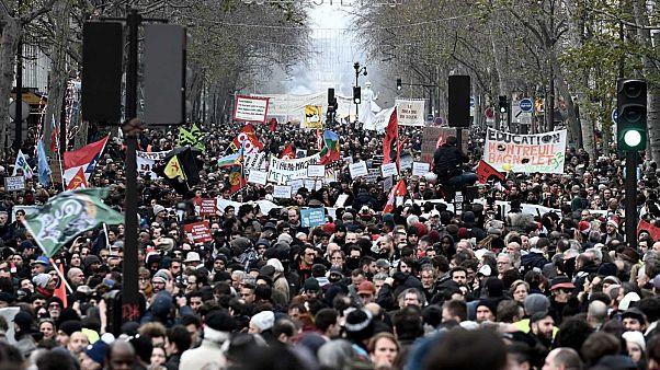 Une partie du cortège de la manifestation à Paris, le 17 décembre 2019