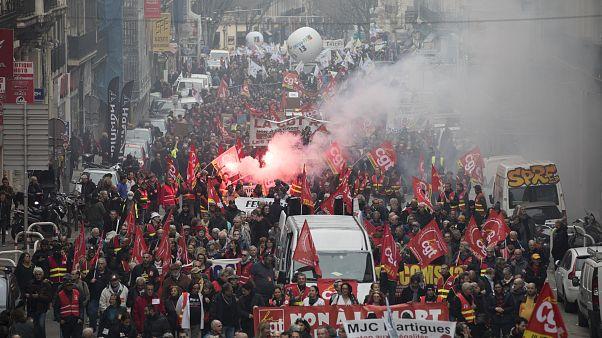 Franceses voltam à rua contra a reforma das pensões