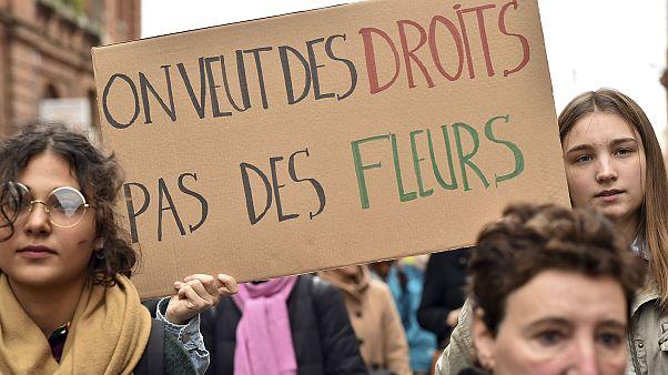 """""""Çiçek değil, hak istiyoruz"""""""