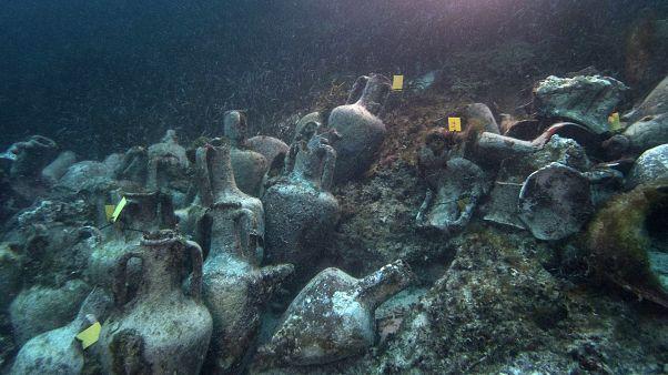 جرار من القرن 5 ق م، في قاع البحر على الساحل اليوناني. صورة من الأرشيف - نيسان/إبريل 2019