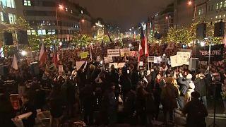 Praga, migliaia di persone in piazza contro il premier