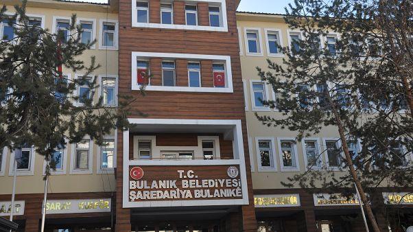 Muş'ta Bulanık ve Varto ilçelerinin HDP'li belediye başkanları ile iki meclis üyesi, haklarında yürütülen terör soruşturması kapsamında gözaltına alındı