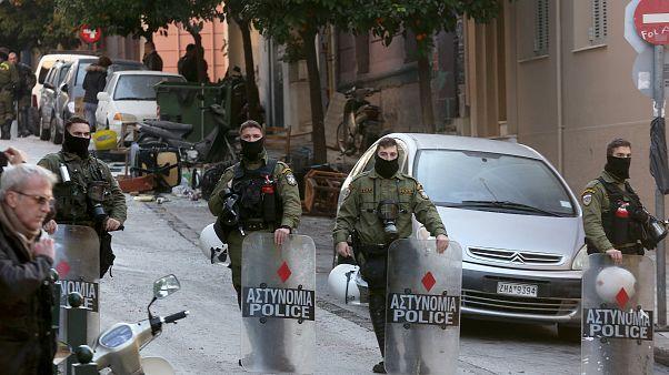 Αστυνομικοί επιτηρούν την διαδικασία εκκένωσης κτιρίων στο Κουκάκι ΑΠΕ ΜΠΕ/ΑΠΕ ΜΠΕ/Παναγιώτου Ορέστης