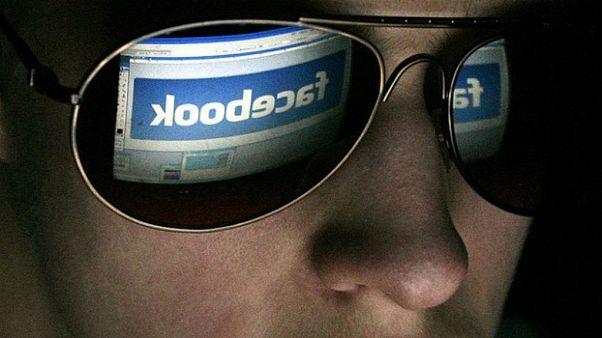 Facebook sizi izliyor