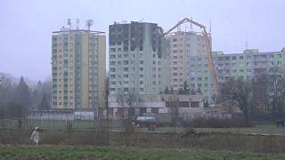 Lebontják a kiégett eperjesi toronyházat