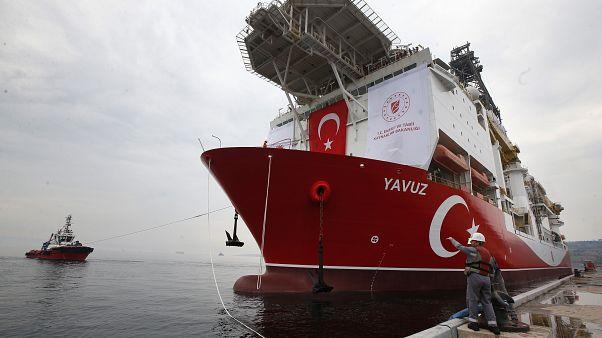 Turkey's drillship 'Yavuz'ide Istanbul,on its way to the Mediterranean, June 20, 2019.-AP Photo/Lefteris Pitarakis)