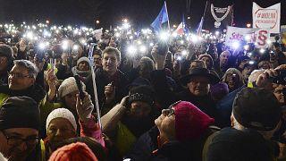 Tüntetés a tervezett reform ellen Varsóban december 1-én
