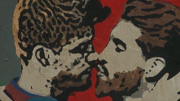 Το φιλί στο στόμα μεταξύ Πικέ και Ράμος