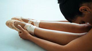 Viyana Bale Akademisi öğrencilerini kilo almamaları için sigara içmeye teşvik etti