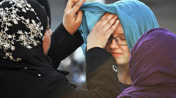 مسلمة تحصل على 120 ألف دولار في تسوية قضائية بعدما أجبرتها الشرطة على خلع الحجاب