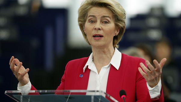 المفوضية الأوروبية تحذّر من أن بريكست بدون اتفاق تجاري سيضر ببريطانيا