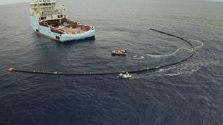 Mit 600 Meter langem Staubsauger: Dänen fischen Müll aus dem Pazifik