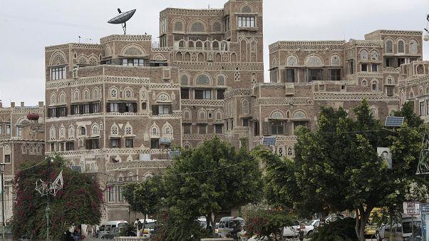 يمنيات في صنعاء يتحدين ظروف الحرب للعب البلياردو