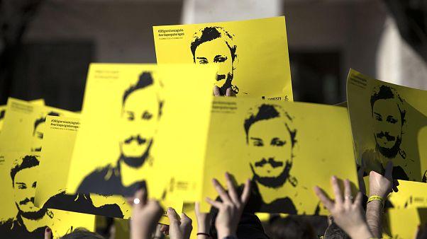 من تجمع في روما الإيطالية مطالبة بكشف ملابسات مقتل الباحث الإيطالي ريجيني (أرشيف)