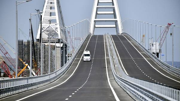 Putin inaugura il ponte di Crimea e scatena la polemica
