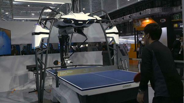 شاهد: روبوتات تلعب كرة الطاولة وتنقذ حياة الانسان