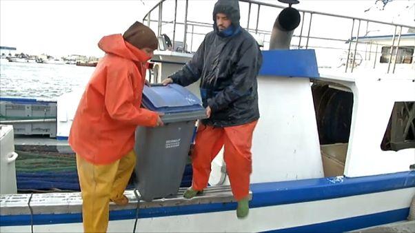 Upcycling the Oceans, pescando basura para convertirla en hilo