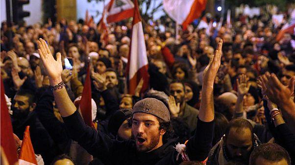شهران من الاحتجاجات في لبنان ولا حل في الأفق