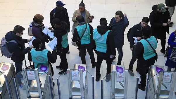 Γαλλία: «Ναι» του Μακρόν σε βελτιώσεις στο συνταξιοδοτικό