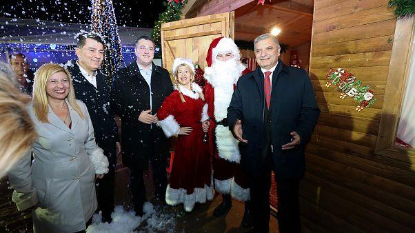 Φωταγωγήθηκε το Χριστουγεννιάτικο δέντρο στο Πεδίο του Άρεως