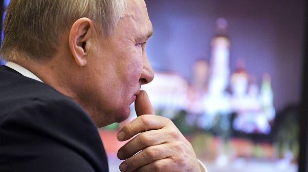 Poutine devant la presse pendant plus de 4 heures