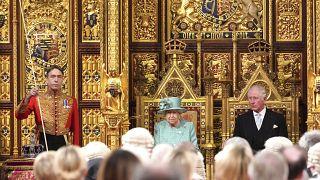 Anstelle von Hermelinmantel und Krone trug die Queen ein Kleid in Mint.