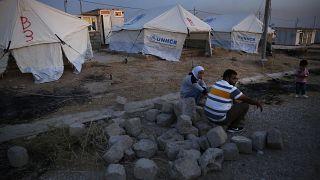 عائلة سورية نازحة إلى مخيم بردرش شمال الموصل، العراق، الأربعاء 16 أكتوبر  2019.