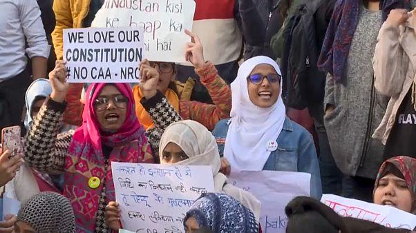 Hunderte Festnahmen bei Demonstrationen gegen Einbürgerungsgesetz