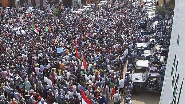 أبرز التحديات التي تواجه السودان بعد عام على خلع البشير