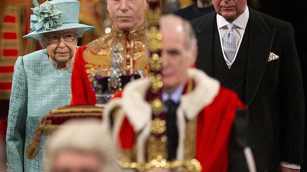 ملکه بریتانیا با سخنرانی خود پارلمان را افتتاح کرد