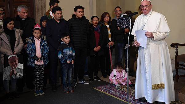 Στο Βατικανό έφτασαν 33 πρόσφυγες από τη Λέσβο