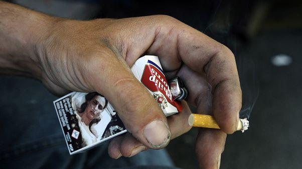 ВОЗ: мужчины отказываются от табака