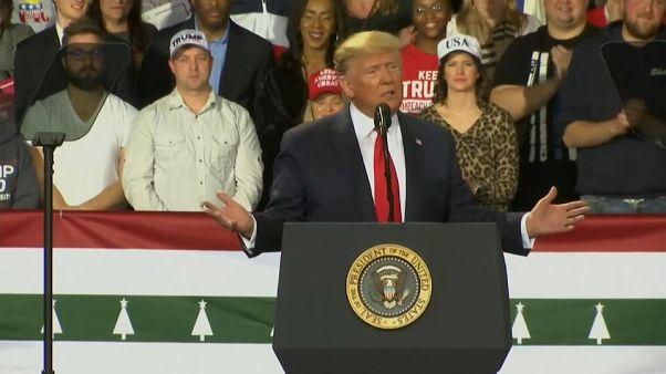 Trump recebe manifestações de apoio depois da destituição