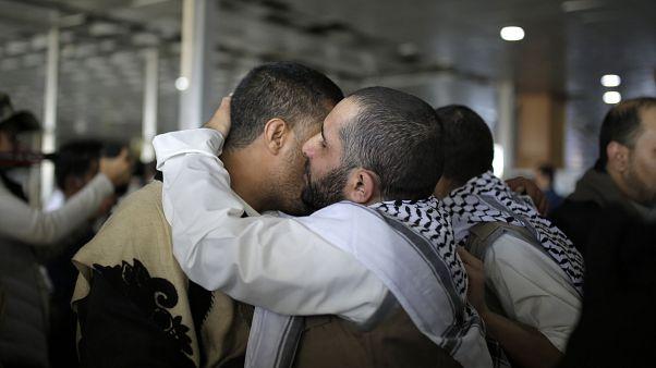 الأسرى اليمنيين أثناء عودتهم