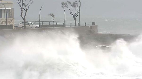 Зимний шторм в Португалии