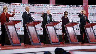 Demokrat aday adayları (Sağdan sola) Elizabeth Warren, Joe Biden, Bernie Sanders, Amy Klobuchar, Tom Steyer