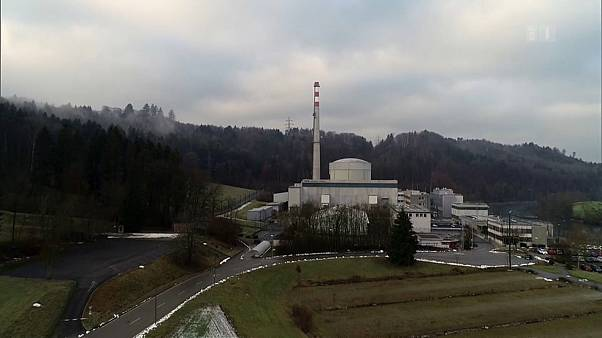 Λουκέτο στο ένα από τα πέντε πυρηνικά εργοστάσια της Ελβετίας