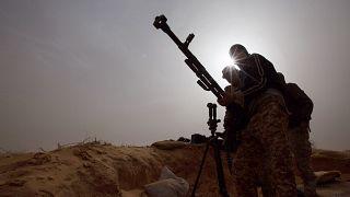 مقاتلون بالقرب من طرابلس في ليبيا (أرشيف)