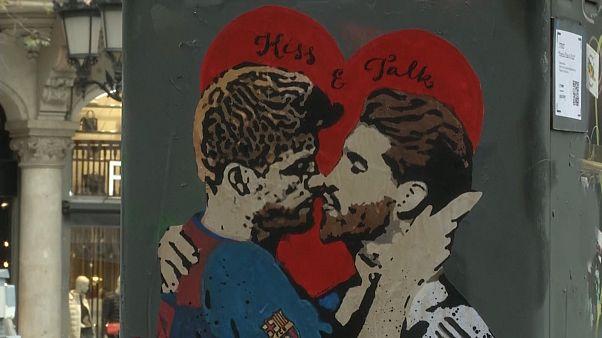 ویدئوهای برگزیده؛ از رقص والس در روسیه تا بوسه فوتبالیستها در بارسلون