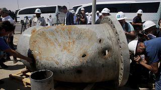 شظايا صاروخ في أنبوب تالف في حقل خريص النفطي في أرامكو بعد هجوم 14 سبتمبر، المملكة العربية السعودية ، الجمعة 20 سبتمبر 2019
