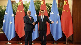Çin Başbakanı Li Keqiang ve Mikronezya Devlet Başkanı David Panuelo