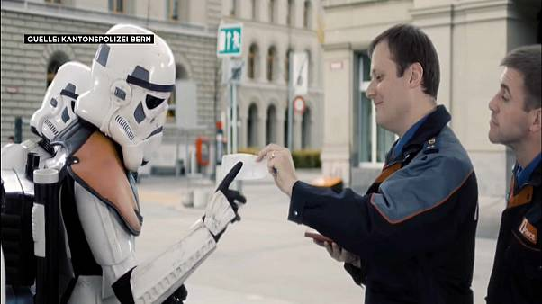 Star-Wars-Parodie: Berner Polizei erteilt Parkverbot an Raumschiff