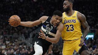 NBA: Εκπληκτικός Αντετοκούνμπο, ηγέτης στη νίκη των Μπακς επί των Λέικερς του ΛεΜπρόν